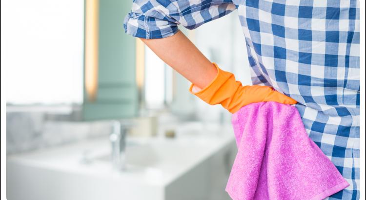 Como tirar limo do banheiro com faxineira de costas